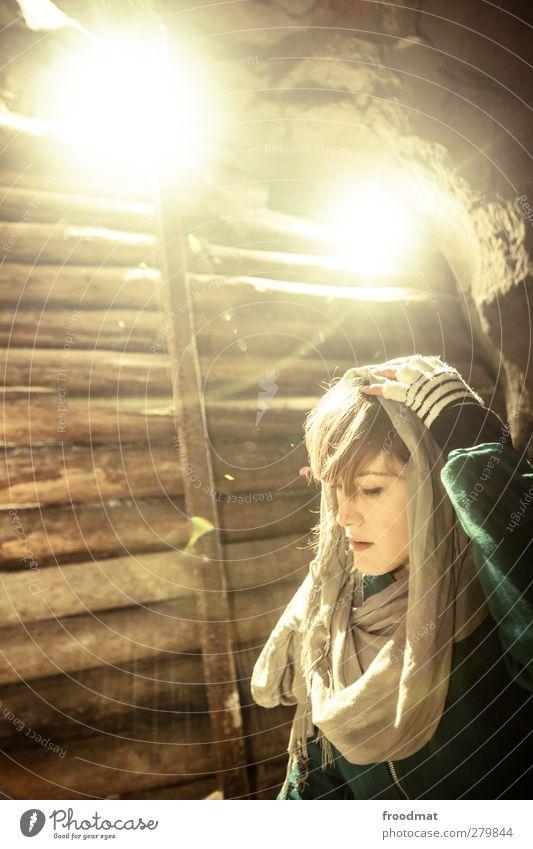 licht am ende des tunnels Mensch feminin Frau Erwachsene Schal Handschuhe Kopftuch schön Vorsicht geduldig ruhig bescheiden Traurigkeit Sorge Schmerz Einsamkeit