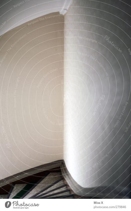 Treppenhaus Häusliches Leben grau Wellenform Decke Farbfoto Gedeckte Farben Innenaufnahme Menschenleer Textfreiraum links Textfreiraum rechts