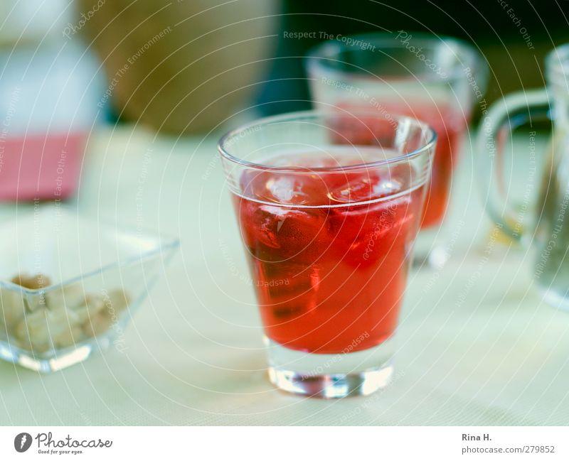 Due Campari rot Erholung Glas Lifestyle Getränk genießen Bar Lebensfreude lecker Alkohol Nuss Cocktailbar Aperitif