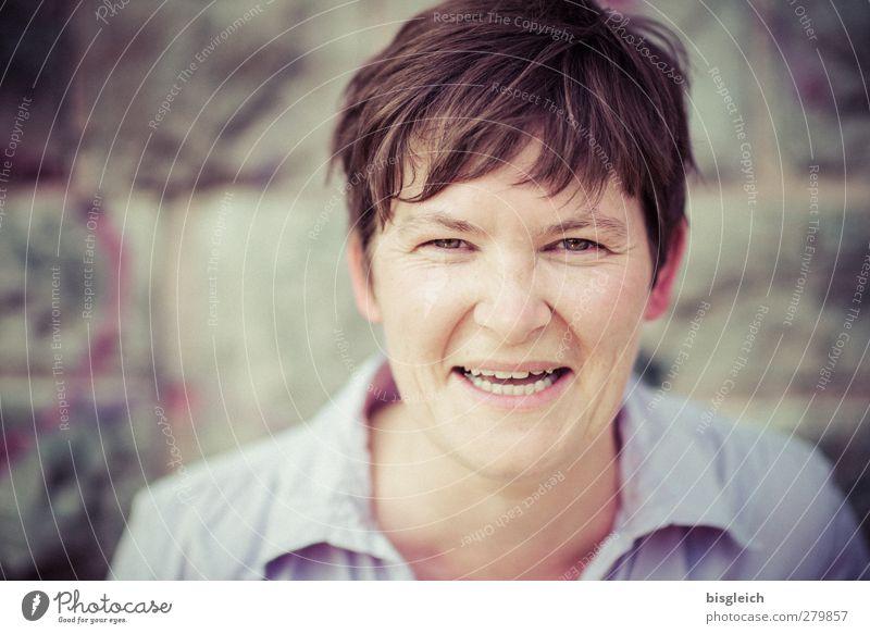Lachen Mensch Frau Freude Erwachsene Gesicht feminin lachen Glück braun Zufriedenheit Fröhlichkeit Freundlichkeit Lebensfreude brünett kurzhaarig 30-45 Jahre
