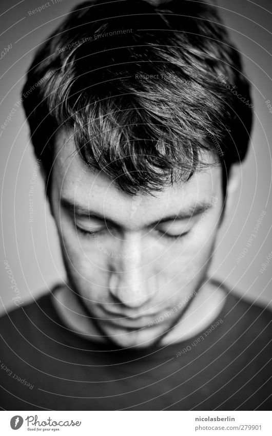 männlich | männlICH Mensch Jugendliche schön ruhig schwarz Erwachsene Gesicht Erholung dunkel Haare & Frisuren Traurigkeit Junger Mann Denken träumen
