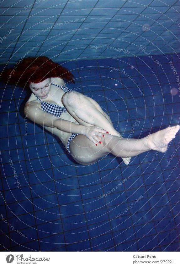 entspannen Mensch Frau Jugendliche Wasser schön ruhig Erwachsene Erholung feminin Junge Frau Schwimmen & Baden 18-30 Jahre Körper liegen nass einzeln