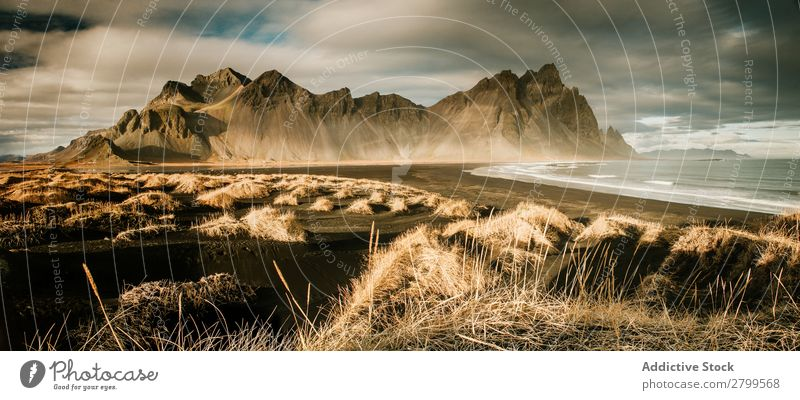 Panorama der großen Klippe über dem Wasser Reflexion & Spiegelung Panorama (Bildformat) majestätisch Island Berge u. Gebirge Landschaft Natur Himmel
