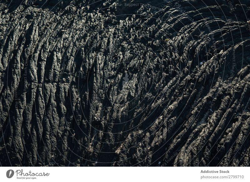 Textur aus Rohstein Stein Konsistenz rau Oberfläche texturiert abstrakt Material alt grau natürlich schwarz Venen Sonnenlicht Granit Detailaufnahme Grunge