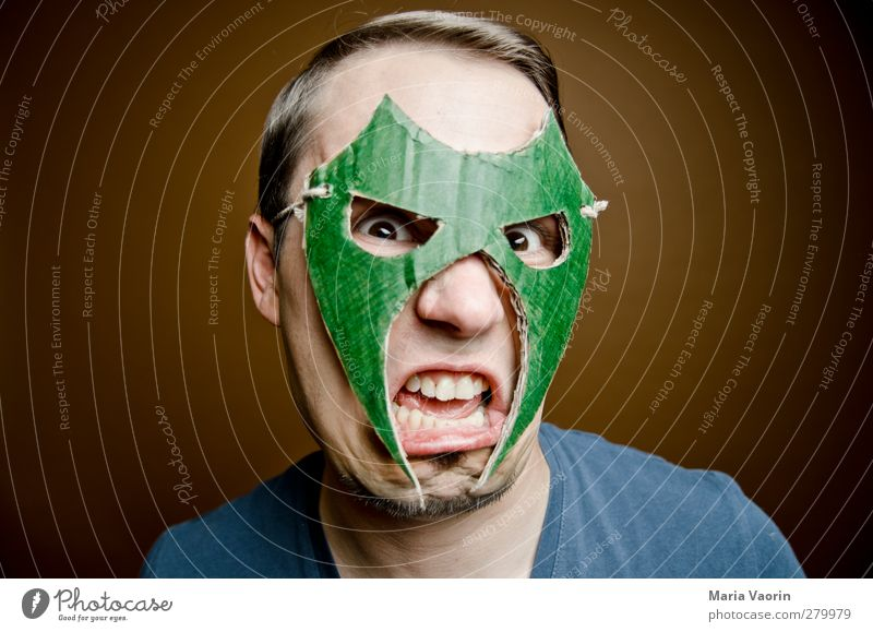 Zornmodus Mensch Mann Erwachsene maskulin bedrohlich Maske Wut schreien brünett trashig kämpfen Held Aggression Ärger Basteln Scheitel
