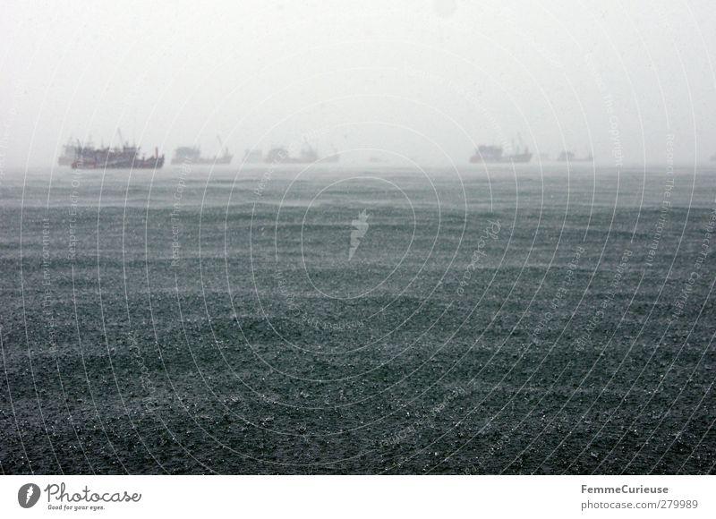Stürmische See. Umwelt Natur Urelemente Wasser Wassertropfen Klima Klimawandel Wetter schlechtes Wetter Unwetter Wind Sturm Nebel Regen Gewitter Blitze Verkehr