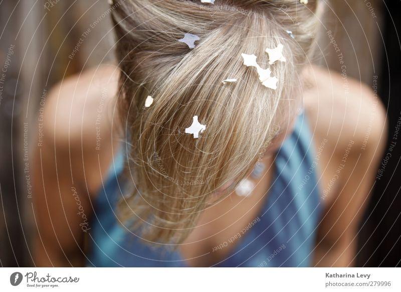 Rest vom Fest Mensch Frau Jugendliche blau Freude Erwachsene feminin Leben Haare & Frisuren Glück Kopf Party Feste & Feiern 18-30 Jahre blond Hochzeit