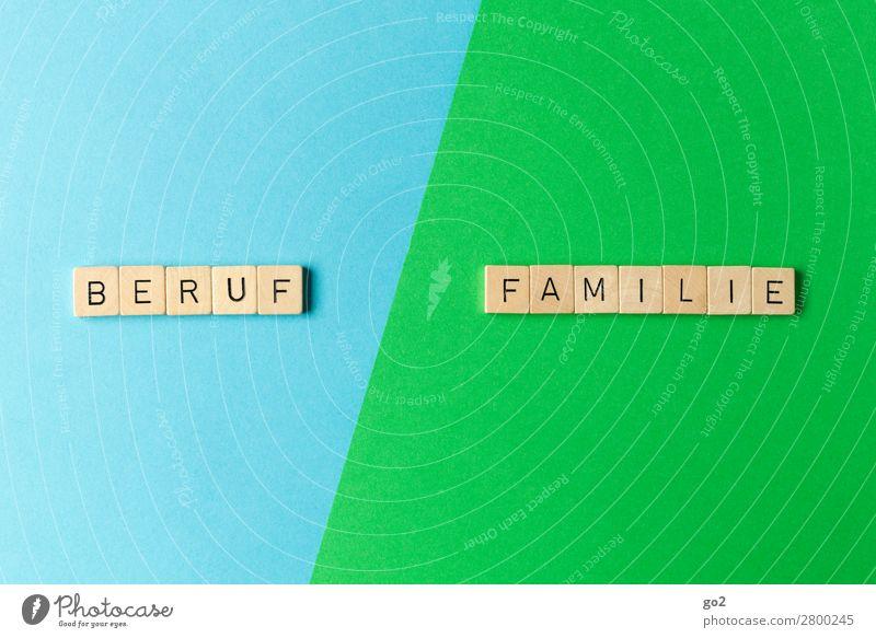 Beruf / Familie Spielen Kindererziehung Arbeit & Erwerbstätigkeit Arbeitsplatz Karriere Familie & Verwandtschaft Schriftzeichen blau grün Glück Lebensfreude