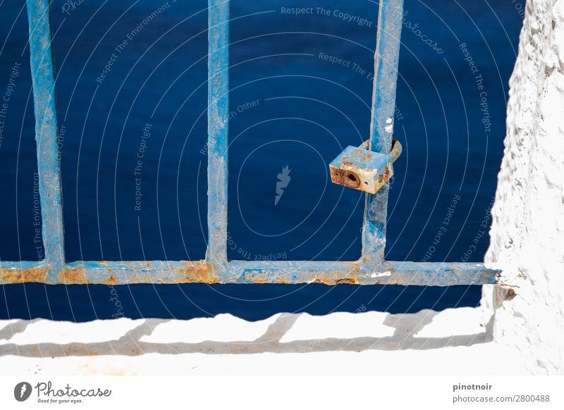 Zahn der Zeit Dekoration & Verzierung Meer warten alt blau weiß Verfall Hintergrundbild Griechenland Santorin Rost Geländer staubig Metall azurblau Eisen