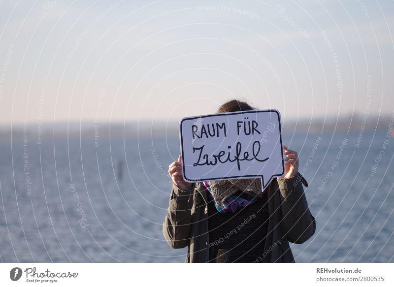 Sprechblase   Raum für Zweifel Frau Mensch Himmel Natur Wasser Landschaft Meer ruhig Erwachsene Religion & Glaube Umwelt natürlich feminin Freiheit See