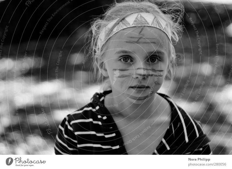 she absolutely IS Mensch Kind Mädchen Gesicht Auge feminin Leben Spielen Kopf träumen Kindheit natürlich Freizeit & Hobby Mund authentisch Streifen