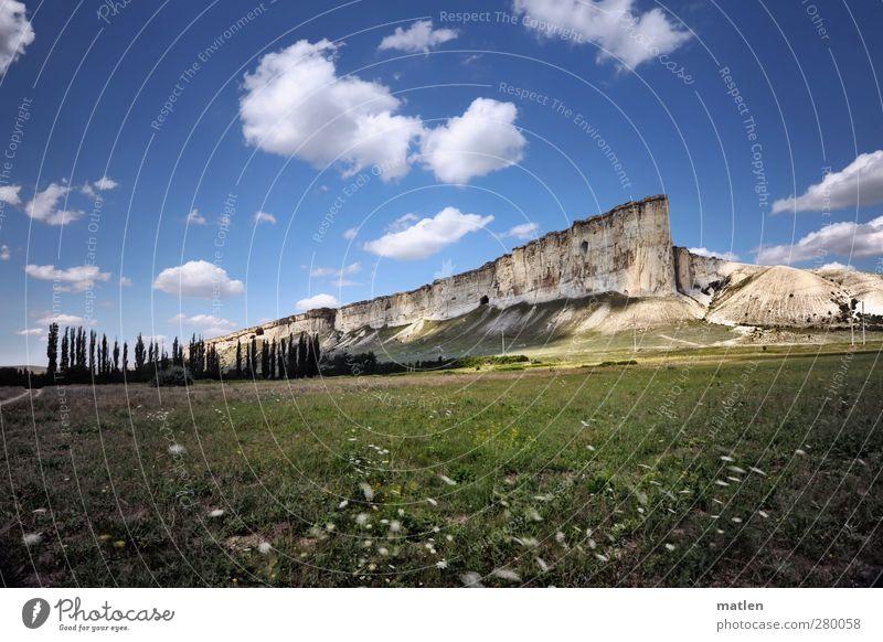 Meeresboden Landschaft Pflanze Himmel Wolken Sonnenlicht Sommer Wetter Schönes Wetter Baum Gras Felsen Berge u. Gebirge blau grün weiß Ferne Menschenleer