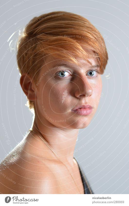 Montags Portrait 34 - time don't move Mensch Jugendliche schön Einsamkeit Erwachsene Gesicht Erholung feminin Junge Frau Haare & Frisuren Traurigkeit Denken