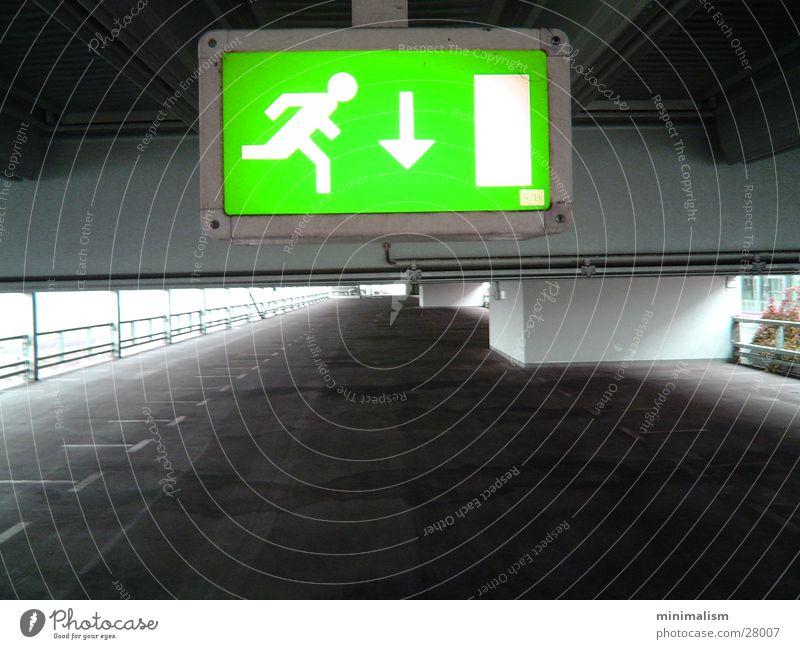 geradeaus, nach 250m rechts.. Parkhaus Ausgang Richtung grün leer Lampe Verkehr Schilder & Markierungen Hinweisschild
