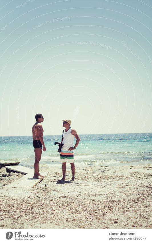 sommer Mensch Mann Jugendliche Ferien & Urlaub & Reisen schön Sommer Sonne Meer Freude Strand Erwachsene Erholung Ferne Freiheit Freundschaft Horizont