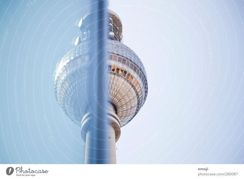 [b]leu Himmel nur Himmel Wolkenloser Himmel Stadt Hauptstadt Bauwerk Gebäude Sehenswürdigkeit Wahrzeichen blau Berlin Berliner Fernsehturm Farbfoto