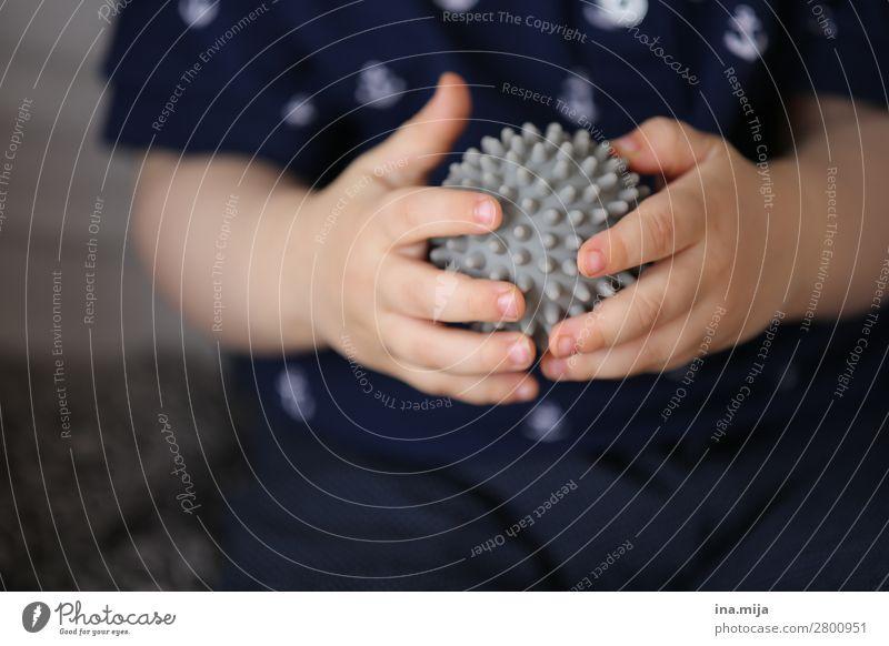 fühlen Kindererziehung Kindergarten lernen Mensch Kleinkind Junge Frau Jugendliche Familie & Verwandtschaft Kindheit Leben Hand 1 0-12 Monate Baby 1-3 Jahre