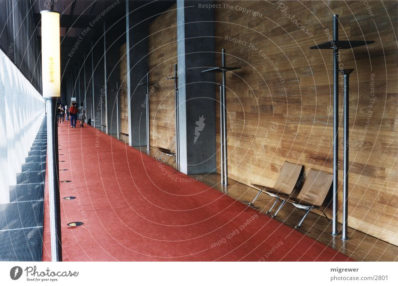 Nationalbibliothek Paris (1) Holz Licht Beton Teppich rot braun Leder ruhig Einsamkeit Architektur Metall Stuhl