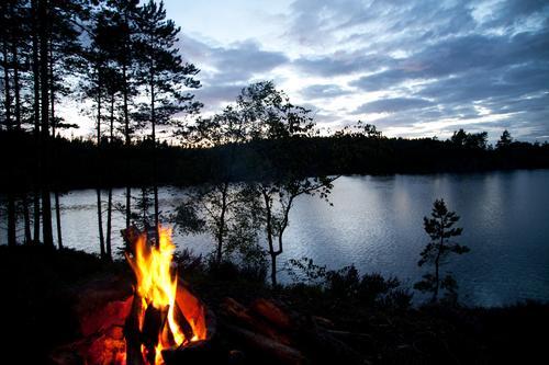 Alter Schwede II Natur Wasser Ferien & Urlaub & Reisen Sommer Landschaft Wald Ferne Umwelt dunkel Freiheit See wandern Tourismus Ausflug Abenteuer Feuer