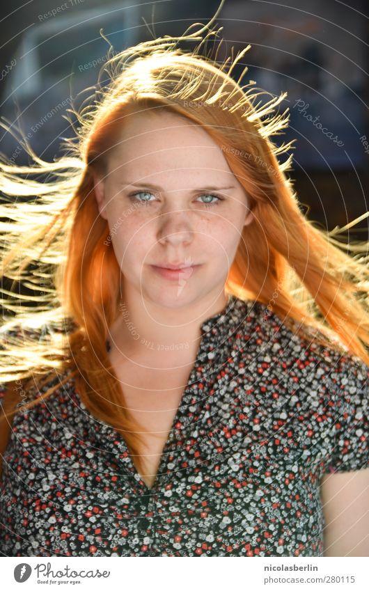 Here's looking at you, kid. schön Haare & Frisuren Wellness Leben feminin Junge Frau Jugendliche 1 Mensch 18-30 Jahre Erwachsene Mode rothaarig langhaarig