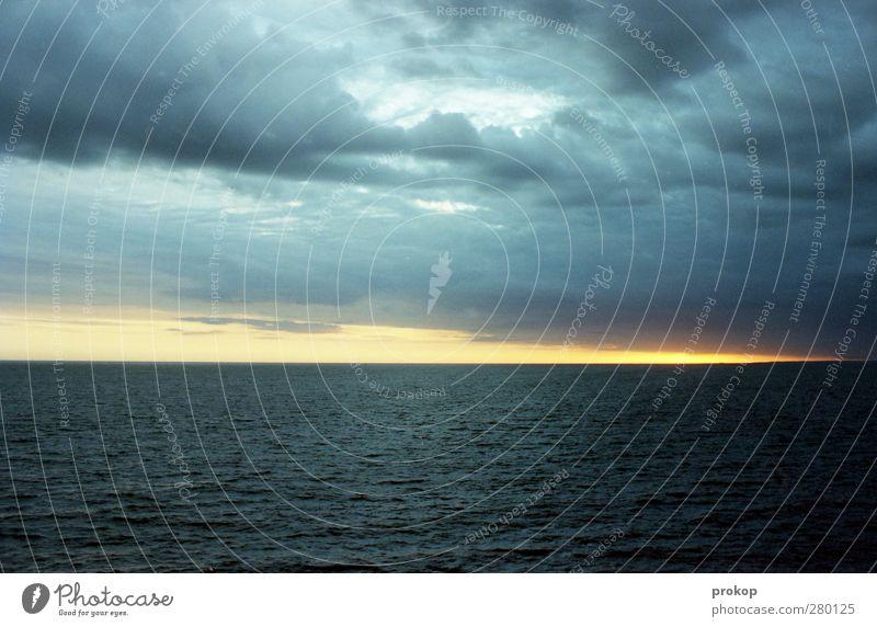 Nordische Einfachheit Umwelt Natur Landschaft Luft Wasser Himmel Wolken Gewitterwolken Klima Wetter Unwetter Wind Wellen Ostsee Meer Einsamkeit Frieden Idylle