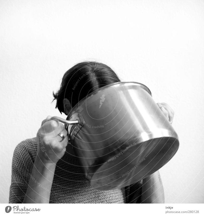 Pottkieker Mensch Frau Erwachsene Leben Gefühle Kopf Essen groß Ernährung Häusliches Leben trinken Neugier festhalten Appetit & Hunger sparen Mittagessen