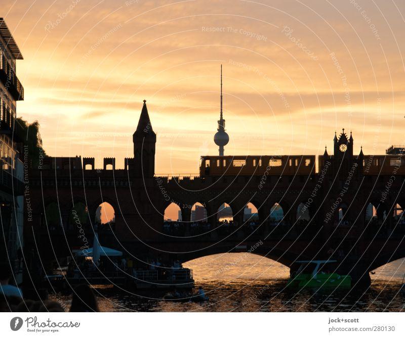 dufter Ausklang Stadt Farbe Sommer Erholung Wolken Wege & Pfade Stil Stimmung träumen Schönes Wetter Brücke Romantik Fluss Kitsch fahren Postkarte
