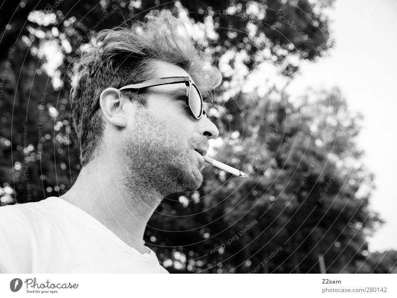 MR. Fahri Stil maskulin Junger Mann Jugendliche 18-30 Jahre Erwachsene Umwelt Natur Landschaft Sommer Baum T-Shirt Sonnenbrille Haare & Frisuren Rauchen stehen
