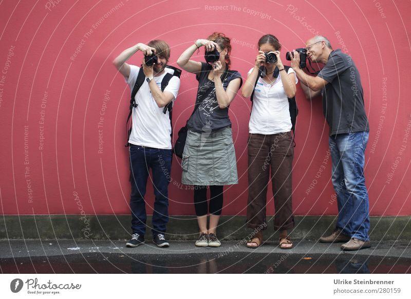 Klick! 2 Mensch maskulin feminin Junge Frau Jugendliche Junger Mann Erwachsene Freundschaft Leben 4 18-30 Jahre 45-60 Jahre Veranstaltung Fotokamera Wasser