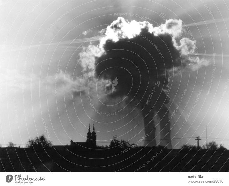 dorf Kernkraftwerk Dorf Wolken Gegenlicht Endzeitstimmung dunkel nuklear Industrie Religion & Glaube Silhouette