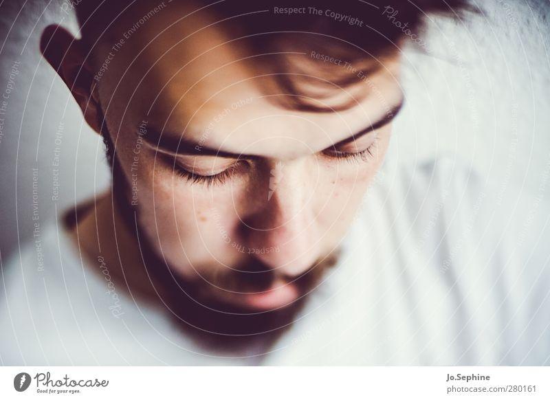 i just can't be happy today Mensch Jugendliche ruhig Erwachsene Gefühle Kopf Junger Mann 18-30 Jahre maskulin nachdenklich Trauer Konzentration Bart Meditation