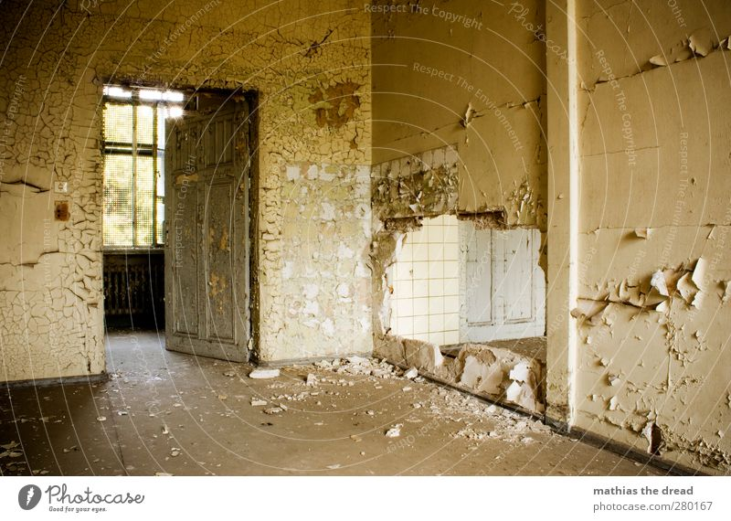 SCHÖNES ZIMMER MIT DURCHBRUCH Menschenleer Industrieanlage Fabrik Ruine Gebäude Architektur Mauer Wand Fenster Tür alt ästhetisch außergewöhnlich eckig