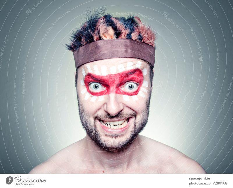 Freak Mensch Jugendliche rot Erwachsene Farbstoff lustig Junger Mann außergewöhnlich maskulin einzigartig Metallfeder gruselig skurril Schminke trashig Humor