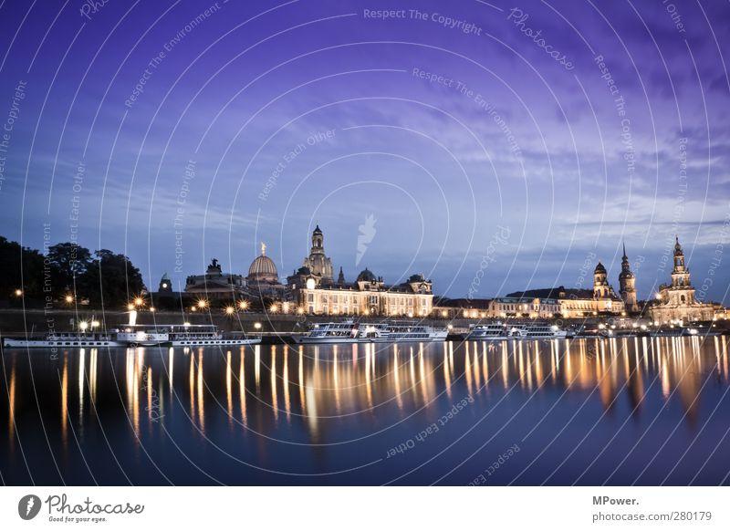 der schönste Kinosaal den es gibt Himmel blau Wasser Ferien & Urlaub & Reisen Stadt Haus gelb Gebäude Beleuchtung Tourismus Kirche Fluss Bauwerk Skyline