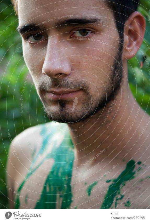 intensiv maskulin Junger Mann Jugendliche Gesicht 1 Mensch 18-30 Jahre Erwachsene Bart Dreitagebart natürlich rebellisch grün ernst Körpermalerei Farbfoto