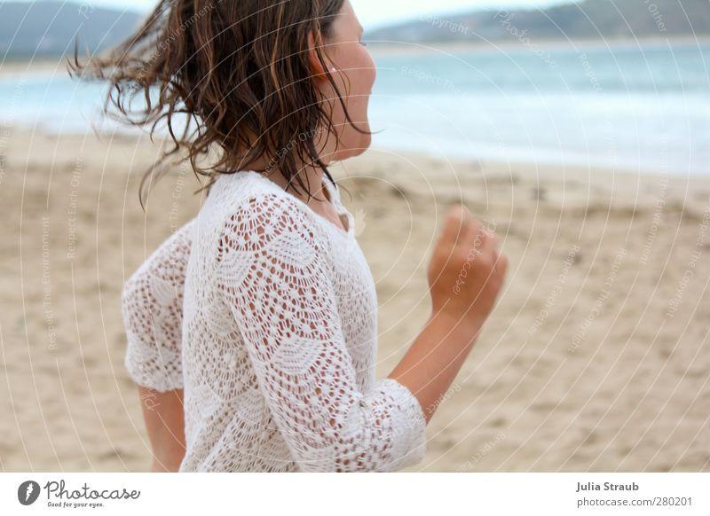 dreh mich und ich dreh mich Mensch Kind blau weiß Sommer Meer Mädchen Freude Strand feminin Sand braun Tanzen Kindheit nass Fröhlichkeit
