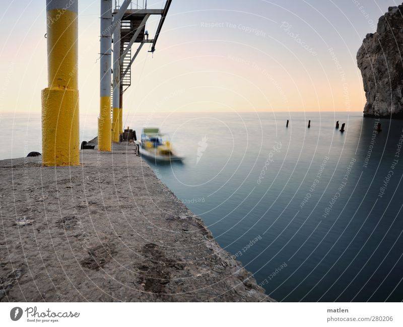 Anleger blau Meer Landschaft gelb Küste Felsen Schönes Wetter Wassersport Industrieanlage Tretboot Wasserfahrzeug Industrie