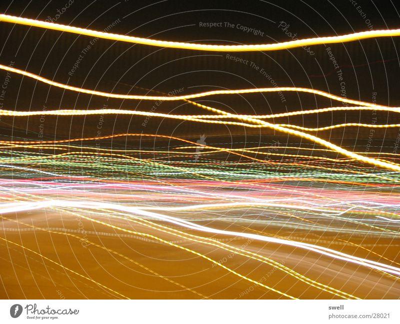 mir is so schwindelig Nacht Ampel Langzeitbelichtung drehen Straße Farbe Bewegung