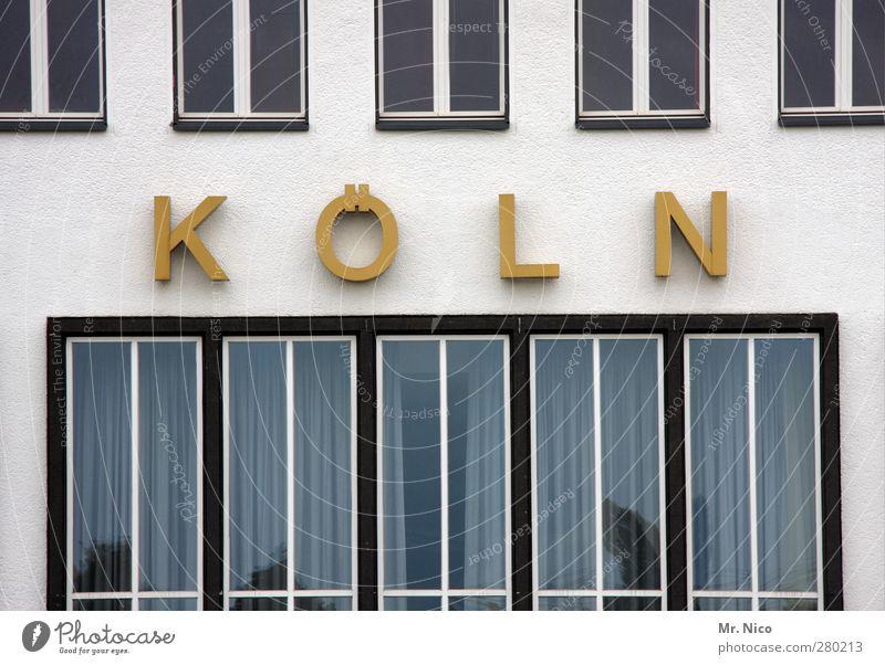 K Ö L N Stadt Bauwerk Gebäude Architektur Fassade Fenster gelb gold Köln Logo Bürogebäude Industriegelände Altbau Glasscheibe Fensterscheibe Typographie Heimat