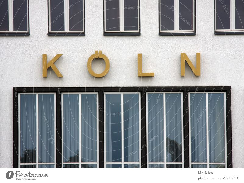 K Ö L N Stadt gelb Fenster Architektur Gebäude Fassade Wohnung gold Schilder & Markierungen leuchten Buchstaben retro Bauwerk Typographie Wohnhaus Flughafen