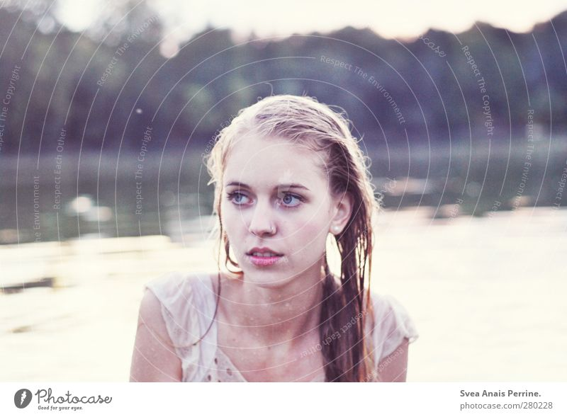 draußen am see II feminin Junge Frau Jugendliche Erwachsene Kopf Haare & Frisuren Gesicht 1 Mensch 13-18 Jahre Natur See Wasser Schwimmen & Baden Kleid blond