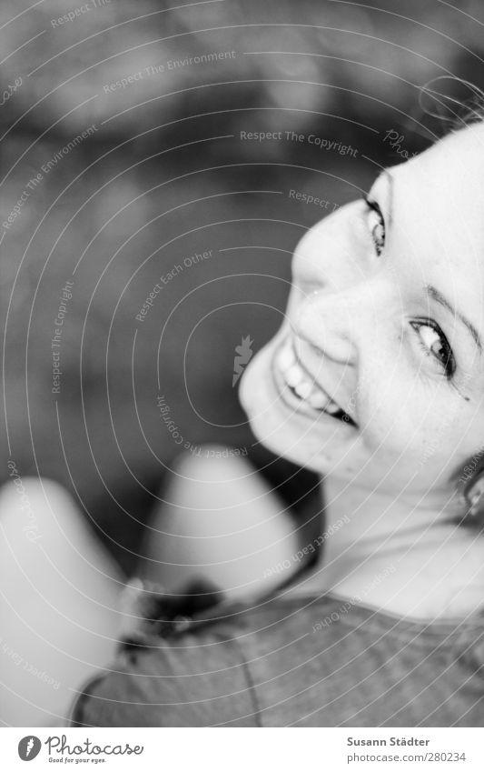 good times. Mensch Frau Jugendliche Freude Erwachsene feminin Junge Frau Glück Kopf 18-30 Jahre Zufriedenheit Fröhlichkeit Lächeln T-Shirt Freundlichkeit Lebensfreude