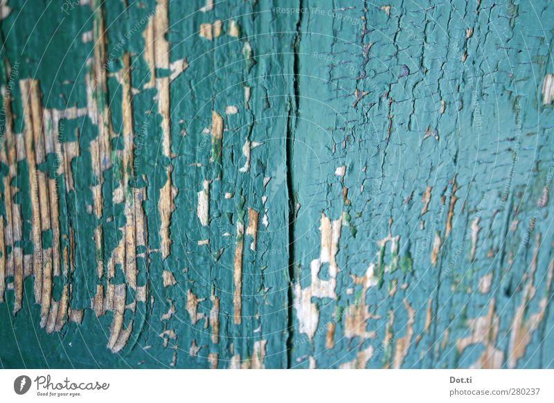 Türquoise Holz alt türkis Vergänglichkeit Farbstoff Riss abblättern Farbschicht verfallen Farbfoto Außenaufnahme Nahaufnahme Detailaufnahme Strukturen & Formen