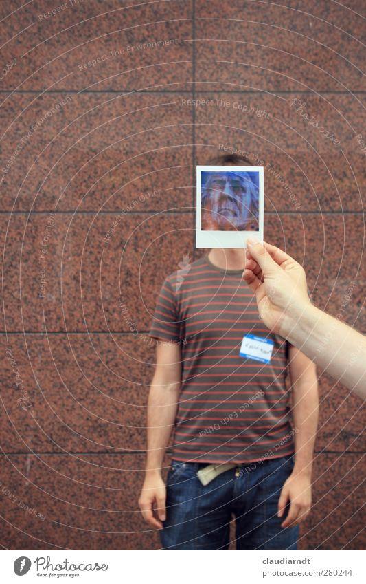 Alter Ego-Fritz Mensch maskulin Mann Erwachsene Körper Gesicht Hand 2 T-Shirt Jeanshose Bekanntheit historisch braun Identität Wandel & Veränderung verstecken