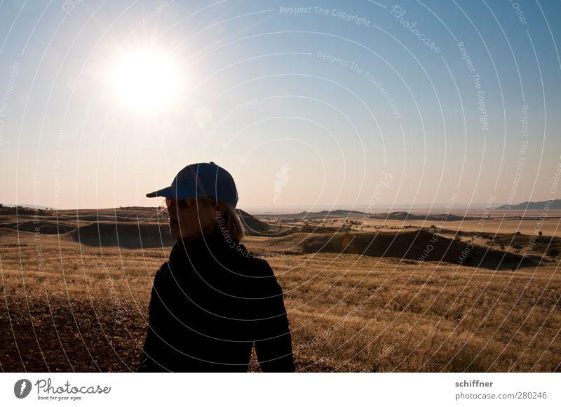 Weitläufig Mensch feminin Frau Erwachsene 1 Umwelt Natur Landschaft Wolkenloser Himmel Horizont Sonne Sonnenaufgang Sonnenuntergang Sonnenlicht Klima