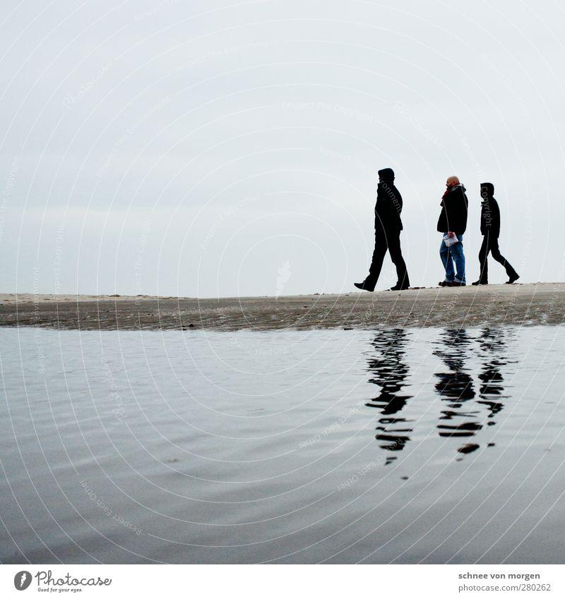 gemeinsam Mensch Himmel Natur Jugendliche Wasser weiß Meer Strand schwarz Landschaft Erwachsene Umwelt Herbst Küste Junger Mann Freundschaft