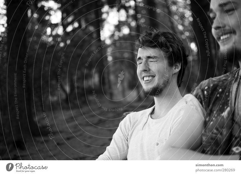 glück Junger Mann Jugendliche Erwachsene Bruder 2 Mensch 18-30 Jahre Erholung genießen Lächeln lachen leuchten frei Freundlichkeit Fröhlichkeit frisch