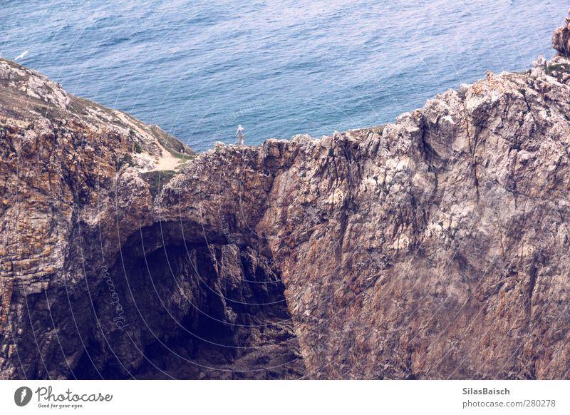 Klippenwanderer Mensch Natur Jugendliche Wasser Meer Landschaft 18-30 Jahre Erwachsene Küste Felsen Stimmung maskulin Abenteuer Lebensfreude Seeufer Begeisterung