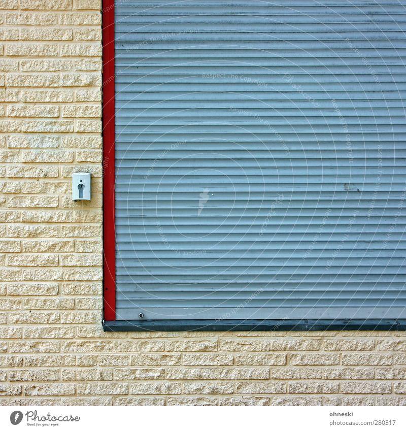 L Haus Bauwerk Mauer Wand Fassade Fenster Jalousie Schloss Stein Stadt Häusliches Leben Farbfoto Gedeckte Farben Außenaufnahme Muster Strukturen & Formen