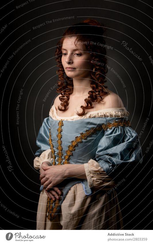 Schöne Frau in mittelalterlicher Kleidung Barock Karneval Renaissance Prinzessin Königlich Maskerade Phantasie Bekleidung Aristokratie Mode elegant Ball